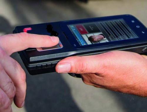 Rilevatori biometrici per identificare l'utente che deposita contanti in India